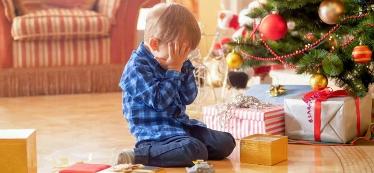 Что подарить ребенку на Новый год 2021: идеи новогодних подарков