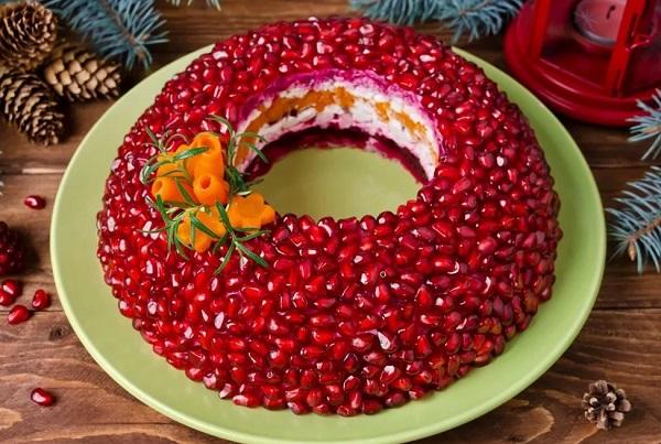 Салат гранатовый браслет новогодний