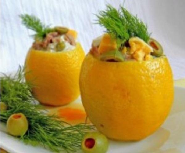 Лимоны, фаршированные легким салатом из тунца