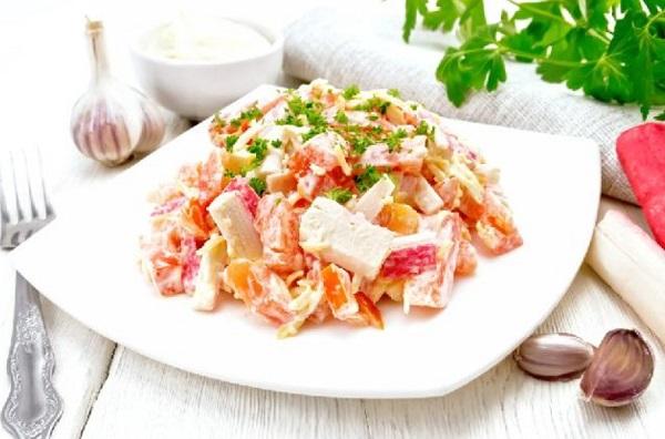 Салаты с морепродуктами на Новый год 2021 рецепт с сухариками