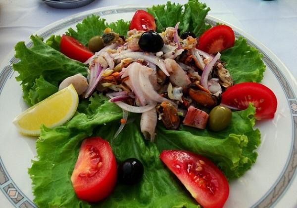 Праздничные салаты с морепродуктами на Новый год 2021