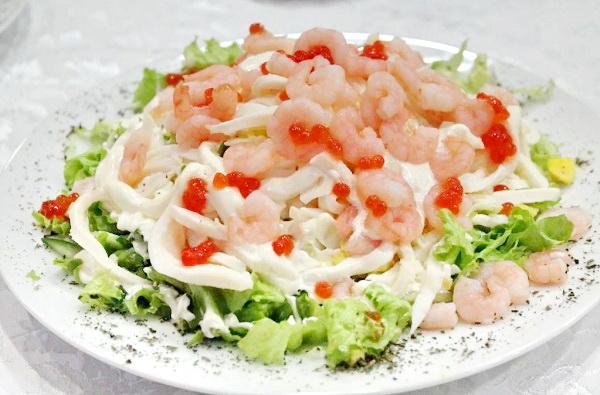 Салаты с рыбой на Новый год 2021: вкусные рецепты