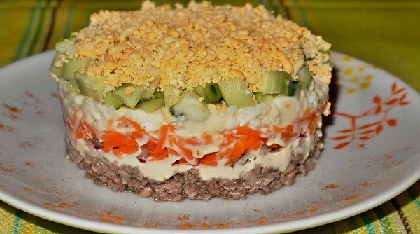 Слоеный легкий салатик