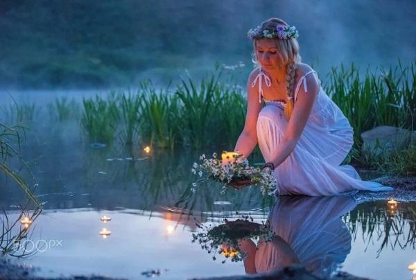 Обряд пускания венка в воду на Ивана Купала