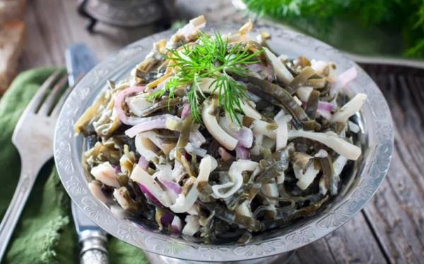 Салат с кальмарами и морской капустой без майонеза