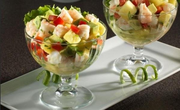 Салат с креветками ананасом и яблоками