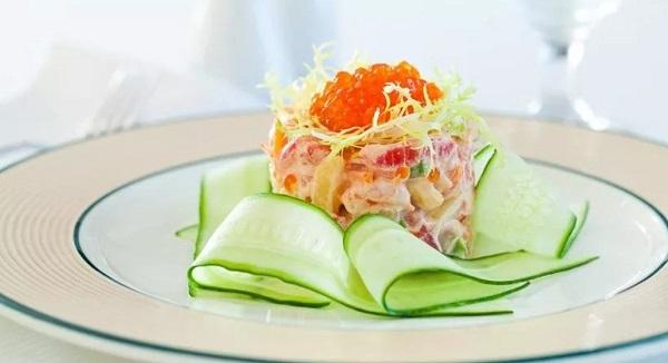 Салатик с морепродуктами и красной рыбой