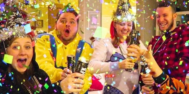 Конкурсы на Новый год 2021 для веселой компании: новогодние игры и развлечения для взрослых
