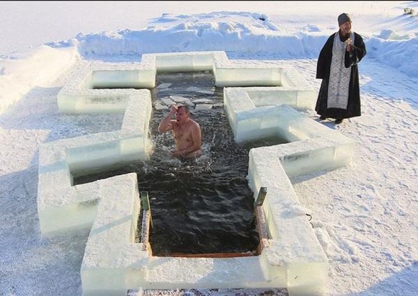 Крещенская вода 2020: когда купаться